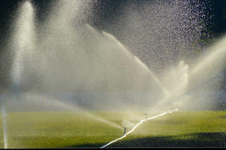 Sistemas de riego por aspersi n sistemas de riego for Sistema de riego por aspersion para jardin